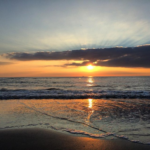 I love sunsets at the beach! sunset sunsets sunsetlover sunsetbeachhellip