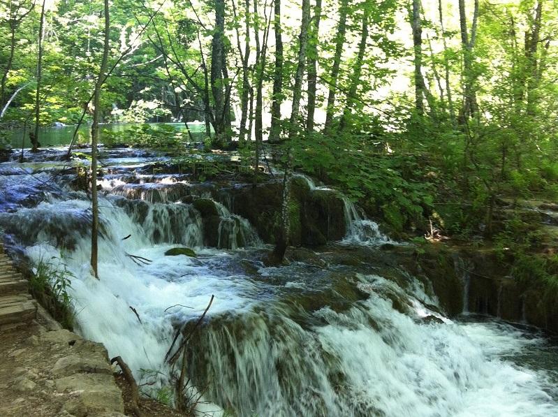 Waterval tussen de bomen door, Plitvice