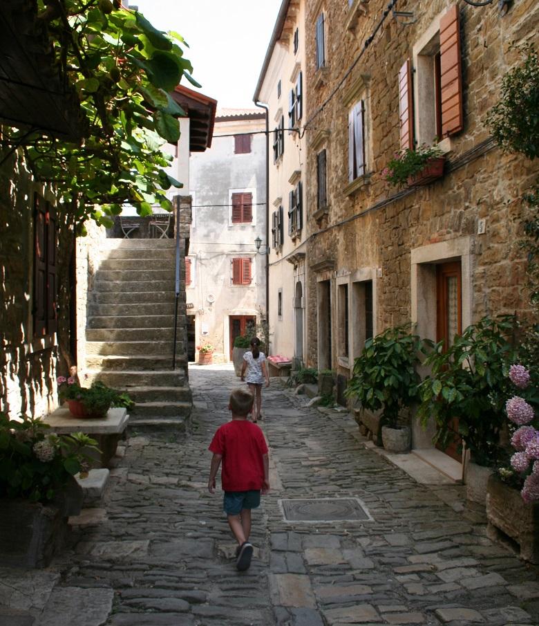 Straatje in Groznjan in Istrië