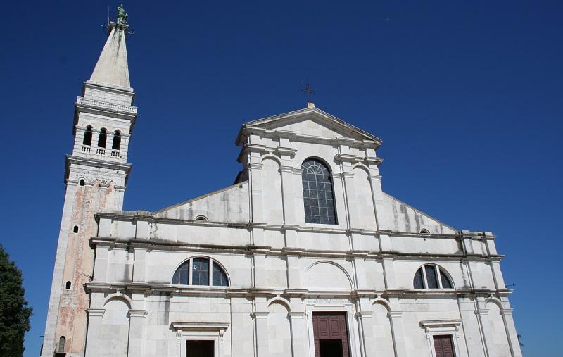 St. Eufemiakerk met toren in Rovinj