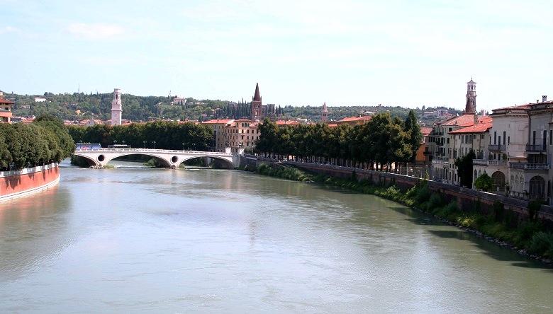 Uitzicht over de Adige in Verona