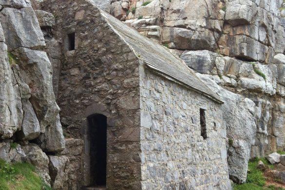 St. Govan's Chapel in Zuid-Wales