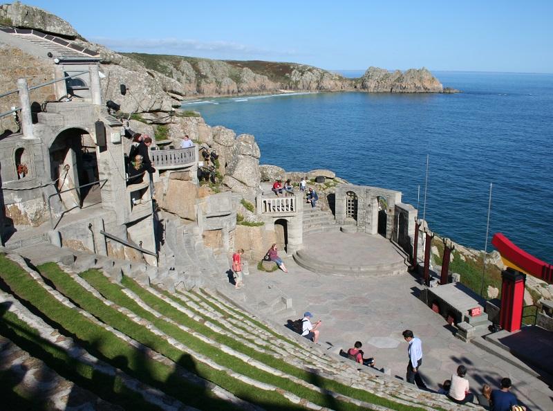 Minack Theatre en Porthcurno Bay