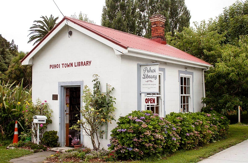 Rondje Northland, Puhoi Library