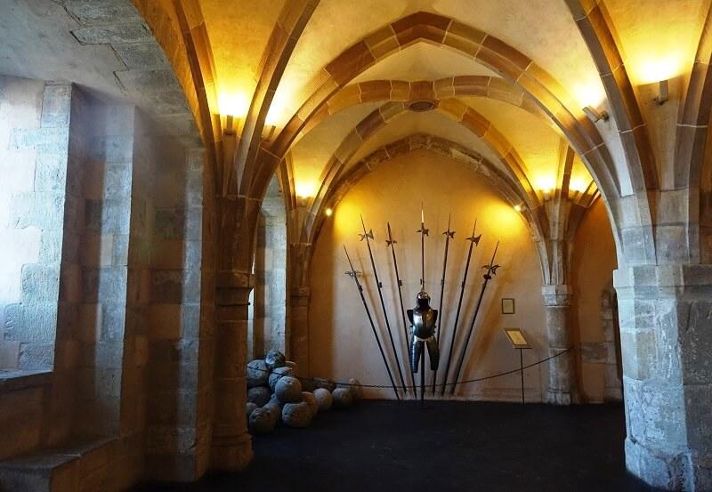 Binnenkant Van Een Kasteel.Kasteel Vianden In Luxemburg Harnassen En Kamerplanten Is